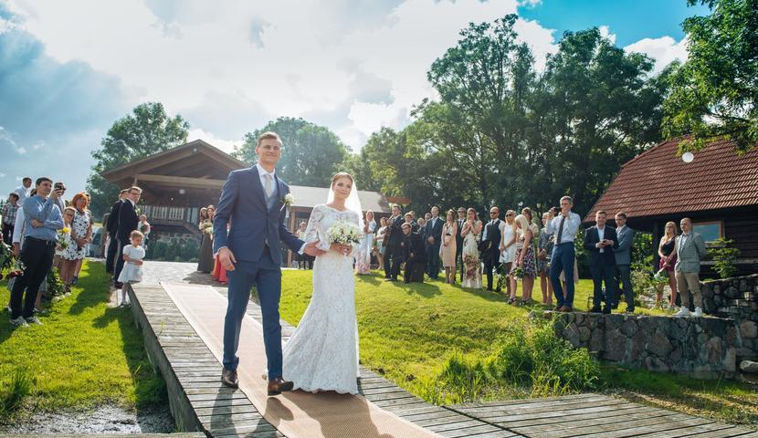 Laulatus Küla Villas