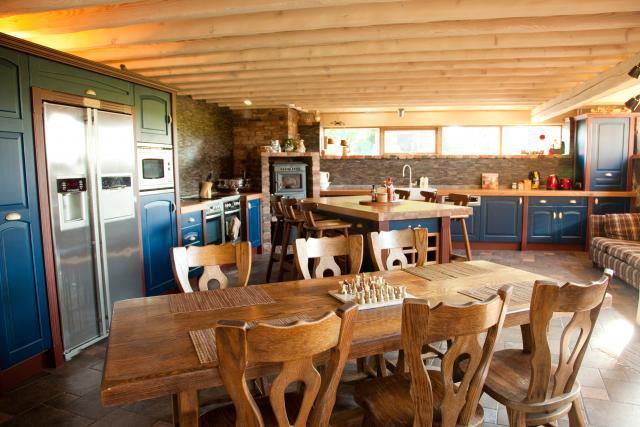Küla Villa peamaja köök